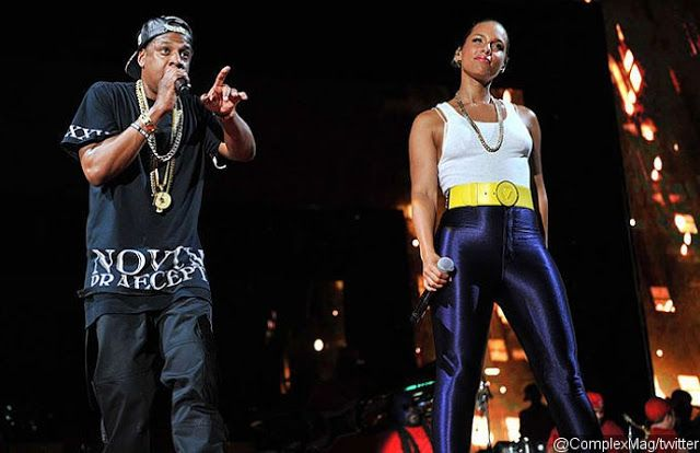 """Alicia Keys Brings Out Jay-Z in Surprise Times Square Concert   The duo performed their 2009 hit 'Empire State of Mind' together during a surprise concert in New York's Times Square on Sunday night October 9. Alicia Keys held a surprise concert in New York's Times Square on Sunday night October 9. She brought out Jay-Z to perform their 2009 hit """"Empire State of Mind"""". The show was free to Tidal subscribers. Some fans shared on Twitter videos and photos from Alicia and Jay-Z's performance…"""