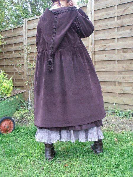 Mode: paarse jas met kap-Stofsoort Fluweel - Velvet ~Jasje - Doorknoopshirt~