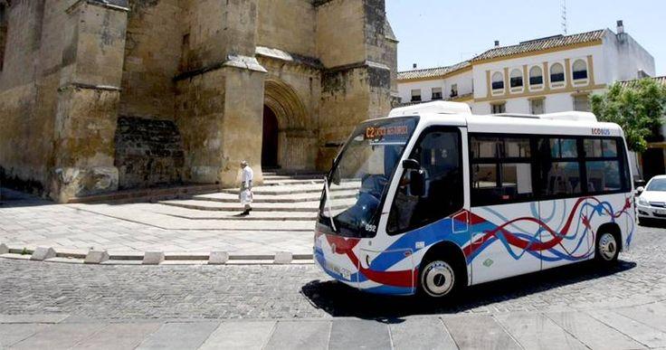 INFORME Un nuevo transporte para el casco histórico Los microbuses, anhelados durante años, llevan una semana circulando por Córdoba