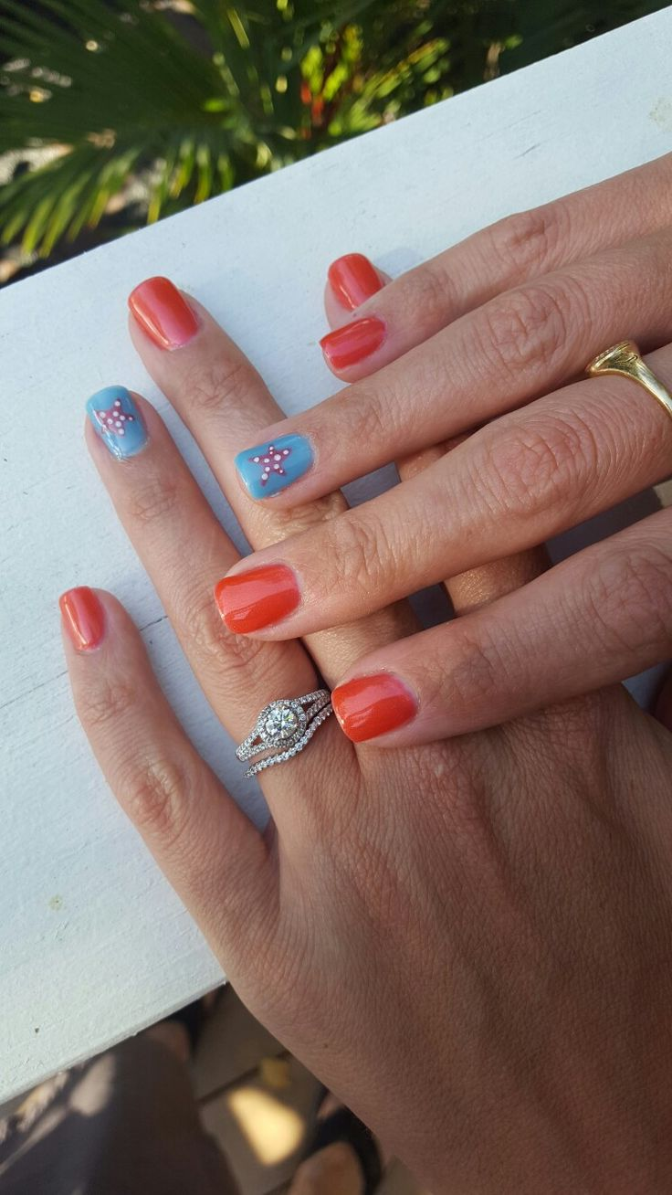 Starfish manicure, beach manicure