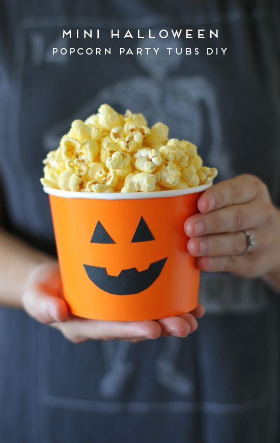 DIY Halloween Party Popcorn Bowls! Perfect for school parties, sleepovers, and more!