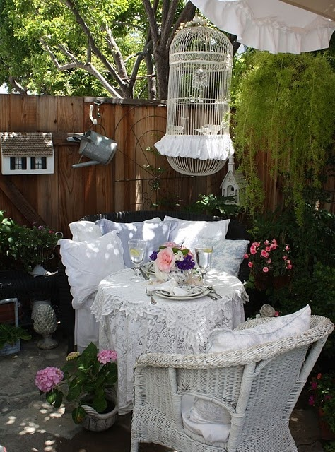 adore this space and the ruffled birdcage