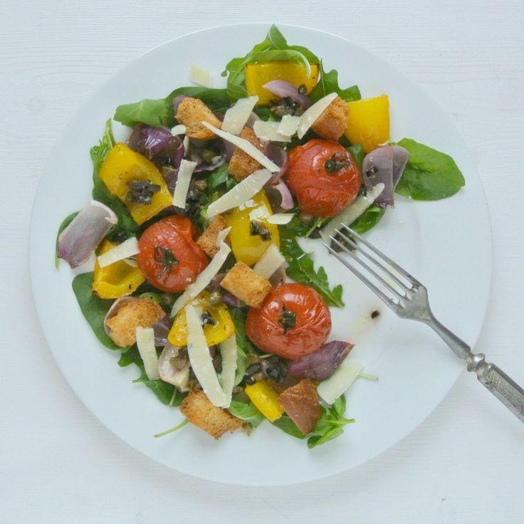 Mediterraner Salat mit Oliven-Kapern-Dressing