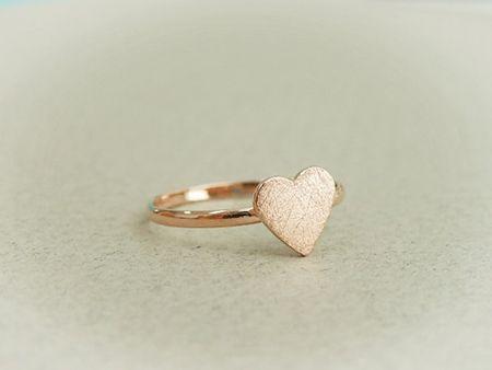 feminine little heart ring {so pretty}