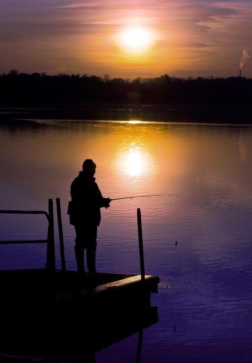 Pescatore sul lago di Pusiano in Brianza di Matteo Sormani