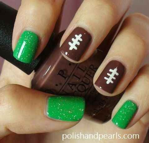 Just because I don't like football doesn't mean I don't like a cute theme mani! Wonder of I could adapt this for hockey season? Maybe with the hockey jamberry set....