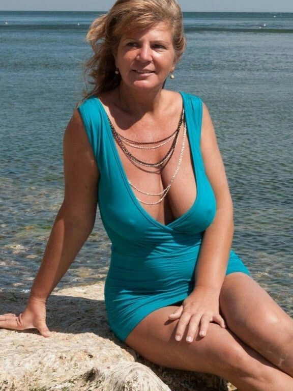 Sexy Amateur Mature Wife