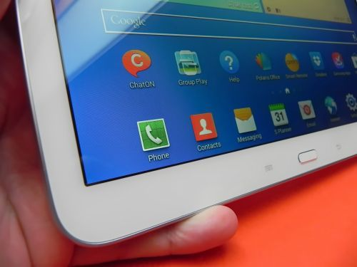 Review Samsung Galaxy Tab 3 10.1: îmbunătăţiri prea puţine faţă de predecesor, baterie bună şi acustică excelentă (Video)