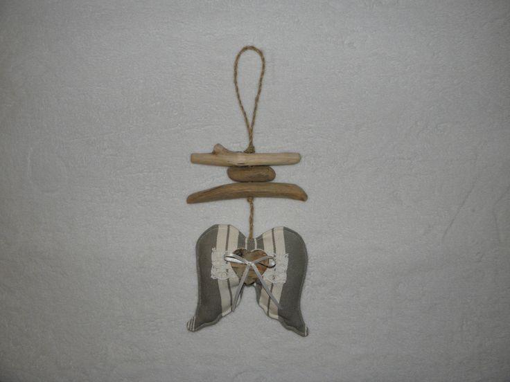 Décoration, ailes d'ange en toile à matelas, dentelle, coeur et bois flotté : Décorations murales par joce06-bois-flotte