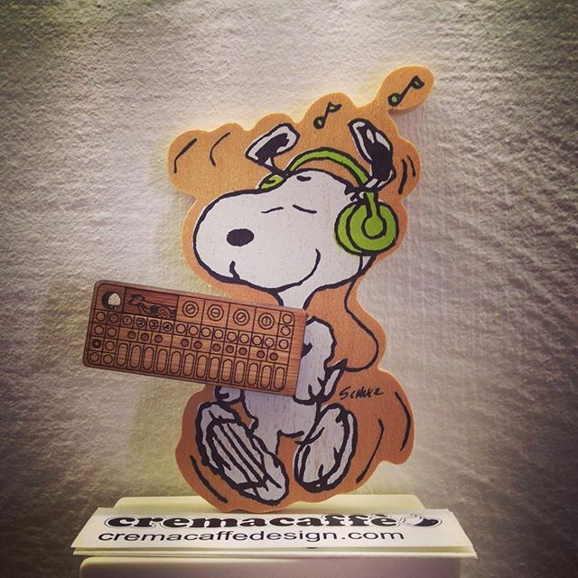 Wood is good 🐾  Cremacaffè Miniatures Keychains: http://cremacaffedesign.com/keychains-miniatures/  #cremacaffedesign #op1 #wooden #miniature #keychain #snoopy #musiclover