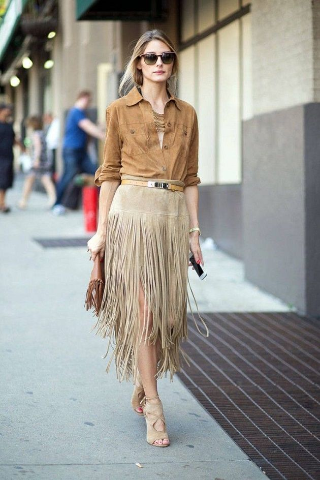 Olivia Palermo con falda de ante con flecos