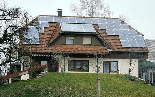 25 best ideas about casas con paneles solares on pinterest que es compostaje marco de foto - Instalar placas solares en casa ...