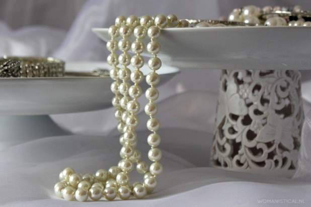 DIY: Cake stand / Cupcake tray / Etagere  Nice for a brocante afternoon tea