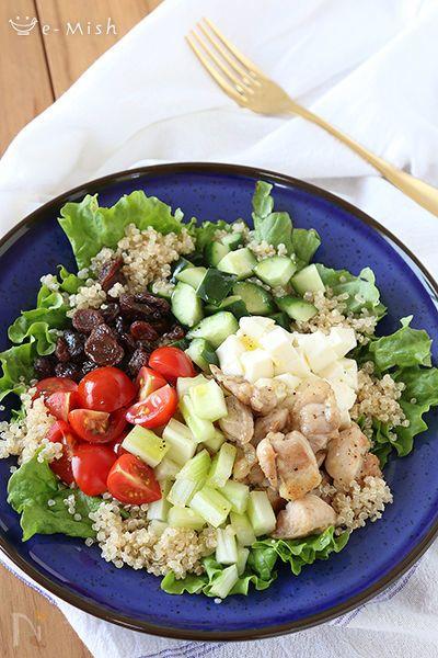 雑穀パワーサラダとは、たんぱく質、食物繊維、ビタミン、ミネラルなどの栄養が1つでカバーできるサラダボウルのこと。  野菜だけでなく、雑穀をはじめ 様々な食材を入れることで いろいろな栄養をまんべんなく摂ることができ、健康や美容にもよく、腹持ちも良いのでダイエットにも効果が期待できます。