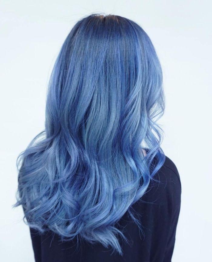 Coloration bleu sur cheveux