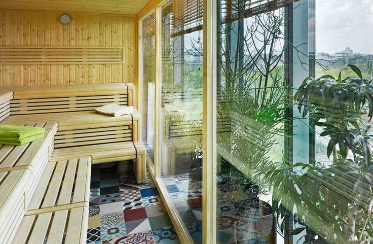 Jungle Sauna mit Zooblick Jungle Sauna / Steam Room with view to the zoo