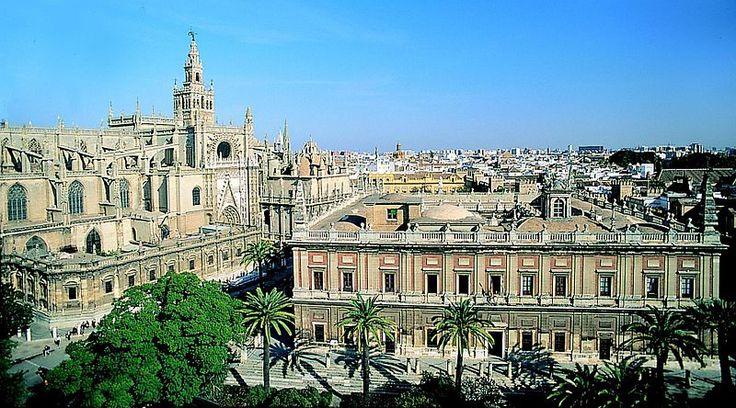 Fișier: Catedrala și Archivo de Indias - Seville.jpg
