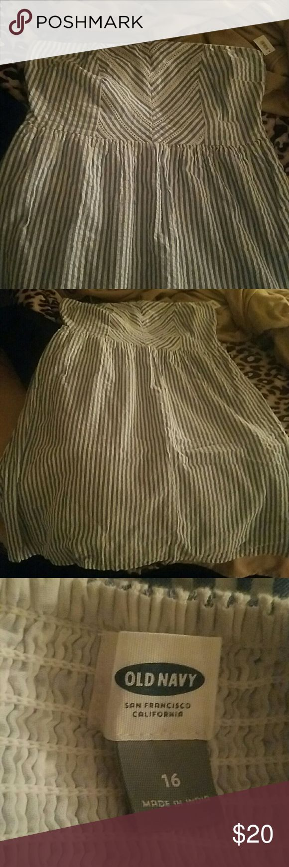 Old Navy Plus Size strapless dress *price drop make me an offer* Perfect for spring! Never worn, tag attached. Blue and white stripes, zippered side Old Navy Dresses Midi