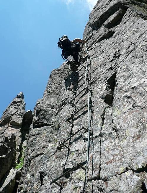 Ferrata Gabrielli a Cima d'Asta. Percorso facile, è più un sentiero attrezzato che una vera ferrata. Qualche scala verticale ma nulla di che. Qualche tratto esposto non protetto. ● http://girovagandoinmontagna.com/gim/lagorai-cima-d'asta-rava/(lagorai-cima-d'asta)-cima-d'asta-m-2847-per-ferrata-gabrielli/