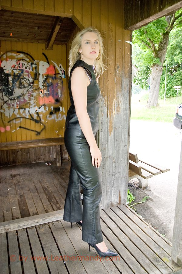 Bild: leathermandy013455chbi.jpg - abload.de