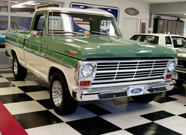 1969 Ford F100 CUSTOM CAB. Loving the two-tone; want in pale turquoise or mint and cream