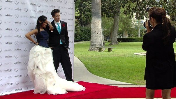 Don't forget the red carpet and the backdrop for guests to create a true red carpet memory of your wedding.