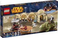 Recrée la cantina de Mos Elsley (75052) de LEGO Star Wars et revis les scènes de l'épisode IV de ta saga préférée. Gare ton vaisseau et entre dans la cantina pour y déguster une boisson fraîche tout en écoutant les musiciens Bith. La boîte La cantina de Mos Elsley (75052) de LEGO Star Wars contient 8 figurines (Yan Solo, Luke Skywalker, Obi-Wan Kenobi, Greedo, un Sandtrooper et 3 musiciens Bith),