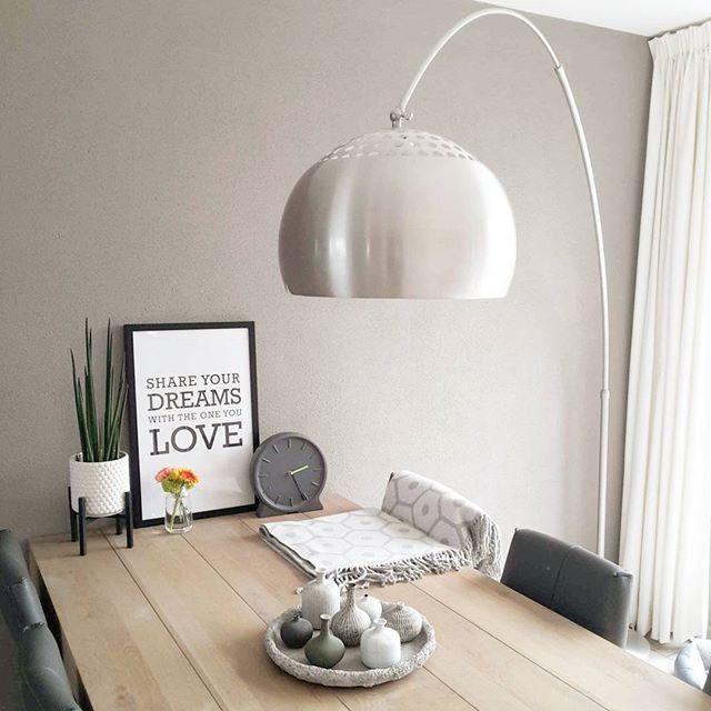 Table bois #interior2you #interiør #homedecor #homedesign #myhome #instahome #design #details #home #beautiful #minimal #styling #decor #decoration #showhometop5 #housify #interieur #interieurstyling #interieurinspiratie #binnenkijken #wonen #woonaccessoires #thuis #eetkamer #booglamp #eettafel #wooninspiratie