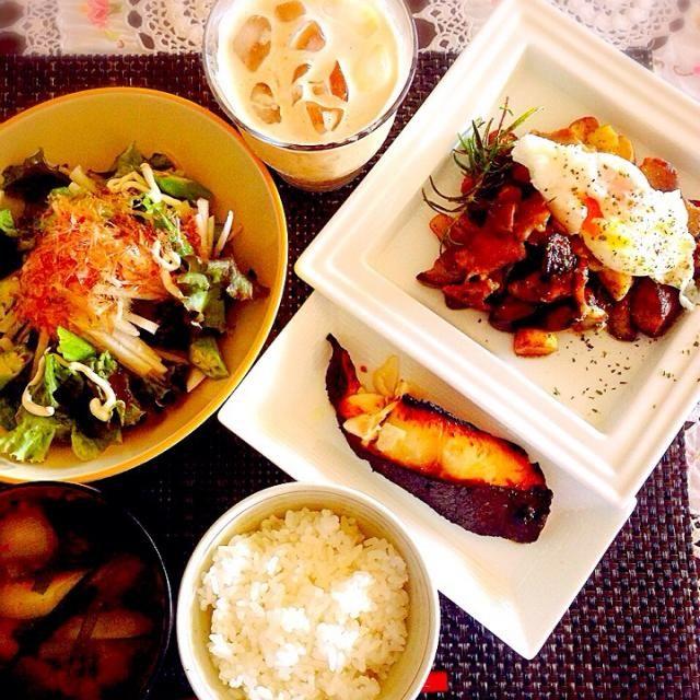 今日からお仕事になりましたぁ。  沢山食べて体力エナジーチャージOK^_^ - 83件のもぐもぐ - 朝ごはん!金目の西京漬、ベーコンとエリンギ、茄子のバルサミコバターエスニックソテー、温玉乗せ、大根とオクラの鰹節乗せポン酢サラダ、ニラとネギのお味噌汁! by tinatomo