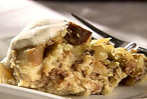 Weight Watchers Apple Pie Bread Pudding made in the slow cooker!!! 3 points plus/serving 157 cal, 1 g fat, 5 g protein, 32 g carbs, 233 mg sodium, 2 g fiber. Hope it's good. I'm gonna try it.