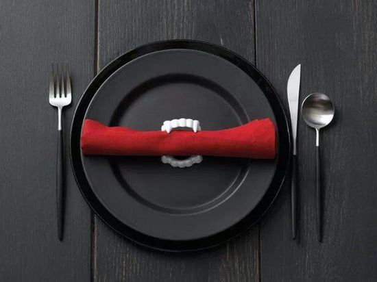 I AM DEFINITELY DOING THIS FOR MY DINNING ROOM TABLE!  Haha!  I love it!  Plastic vampire fangs as napkin