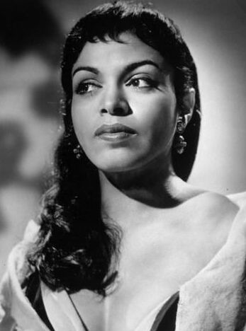 broadway performer and opera singer - 1st african-american to study at curtis institute of music in philadelphia (graduated in the same class as leonard bernstein and issac stern) - muriel smith #blackbeauty