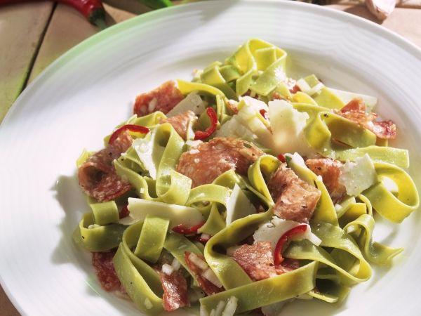 Pastasalade met Italiaanse salami - Libelle Lekker!
