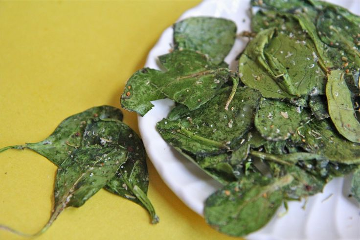 Italian Herb Baked Spinach Chips recipe. I don't even like spinach but these spinach chips are incredible! I could eat them everyday! 5 out of 5