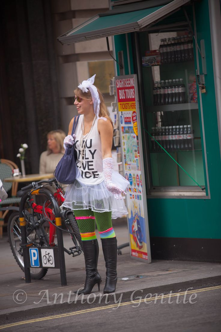 Bachelorette party tearing up the streets of London! :) #wedding #bride #bachelorette #party #anthonygentilephotography