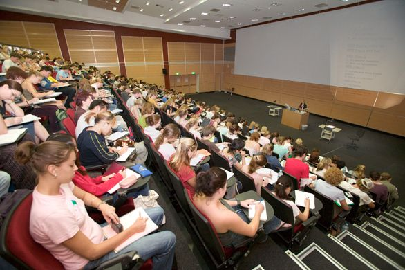 5 Ways Your College Classes Will Be Different From Your High School Classes   Her Campus