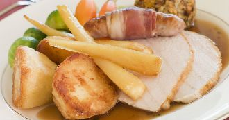 cotelettes-de-porc-poires-et-panais-au-four