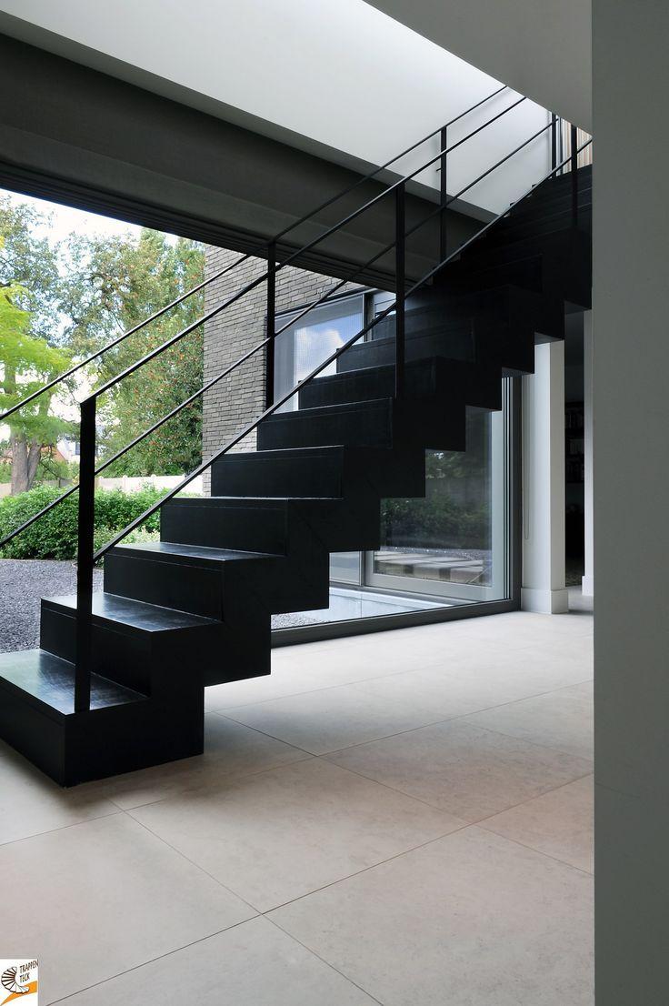 Moderne trap van trappen teck www a a team kontich moderne trappen pinterest van - Moderne betonnen trap ...