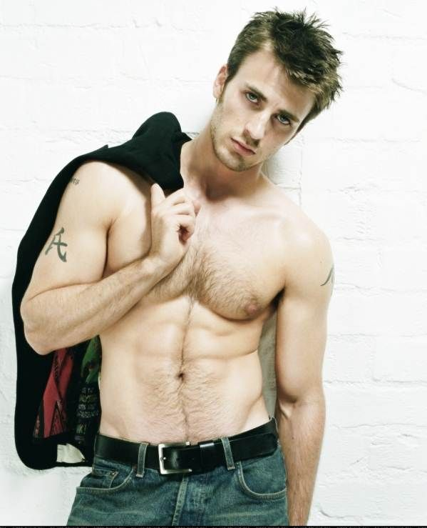 Chris Evans Workout    What are Chris Evans workout secrets which tured him into a superhero ?    Chris Evans is an actor best known for his role in Fantastic Four .Chris had earlier  maintained a lean, defined look. Chris Evans ,the stars has to build and maintain body that will not only impress the audience, but also make them play the role more believable. As with the release of Captain America a queestion that sparked everybodies minds was how did Chris Evans get so ripped ?