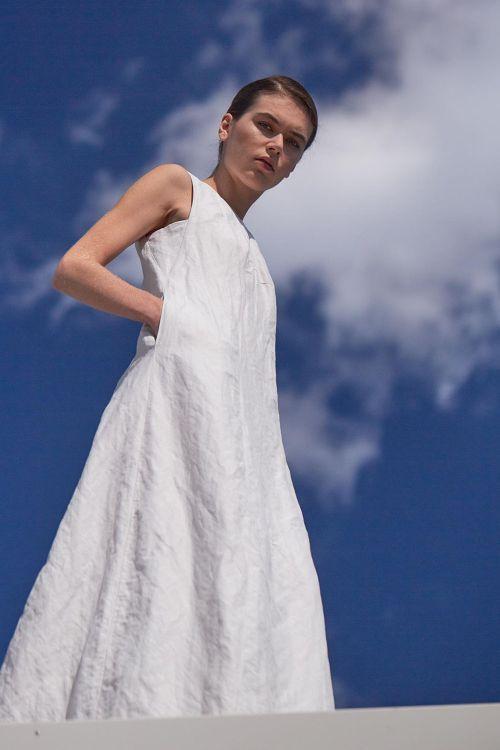 Купить Платье без рукавов ПУРИЗМ жатка из коллекции «…И ВХОДИТ ЖЕНЩИНА» от Lesel (Лесель) российский дизайнер одежды