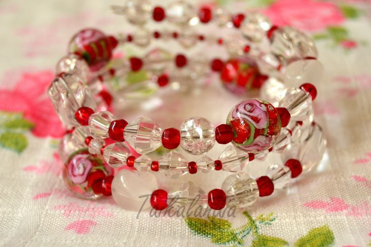 Beautiful memory wire bracelet. Made of clear and red beads, lamp beads.  #memorywire  #beadbracelet #beadedbracelet #wrapbracelet #memorywirebracelet #handmadebracelet