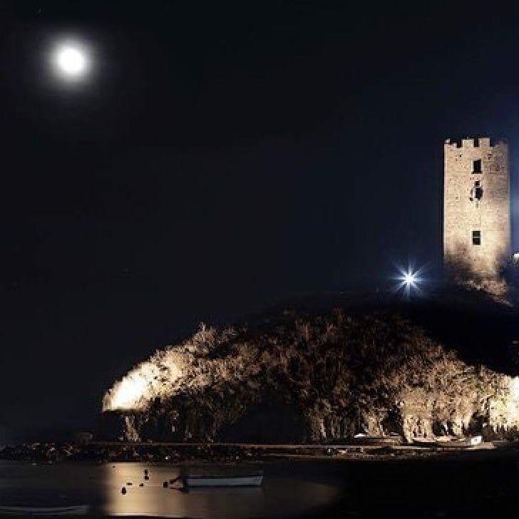Thank you @c_h_r_i_s_t_o_s_  for you magical photo! #NeaFokaia #moonlight #Halkidiki