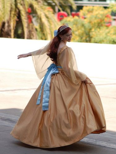 Anastasia cosplay - omg!  Once again folks: SHE IS NOT FROM DISNEY.