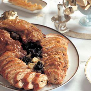 Descubre como preparar paso a paso la receta de Capón relleno de Navidad. Te contamos los trucos para que triunfes en la cocina con Carne para chuparse los dedos