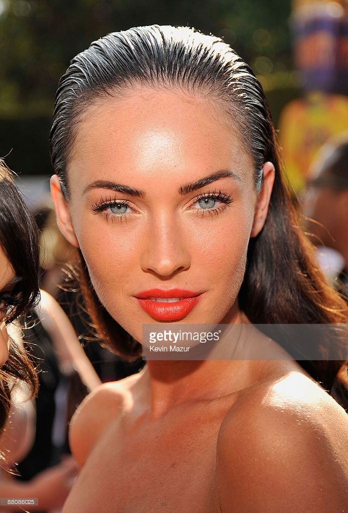 Actress Megan Fox arrives at the 2009 MTV Movie Awards held at the Gibson Amphitheatre on May 31, 2009 in Universal City, California.