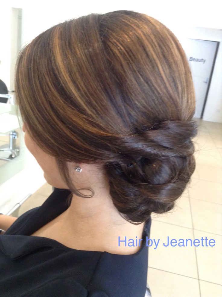 Low side upstyle- @hairessbeautyboutique