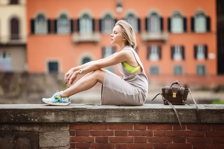 darya kamalova thecablook russian italian fashion blogger makes a street style in florence firenze in sporty chic outfit asos dress lace neon bra phillip lim mini pashli taupe bag-41 copy
