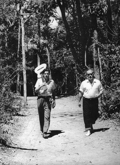 © Foto de Carlos Kerr. Tom Jobim e Vinicius de Moraes. Brasília, 1958.