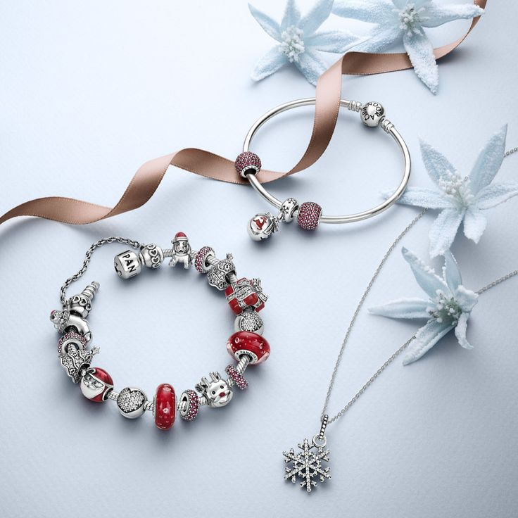 PANDORA jewelry for a classic Christmas look. #PANDORAbracelet #PANDORAnecklace