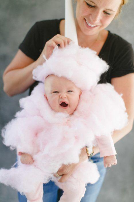 bebé disfrazado de algodón de azúcar